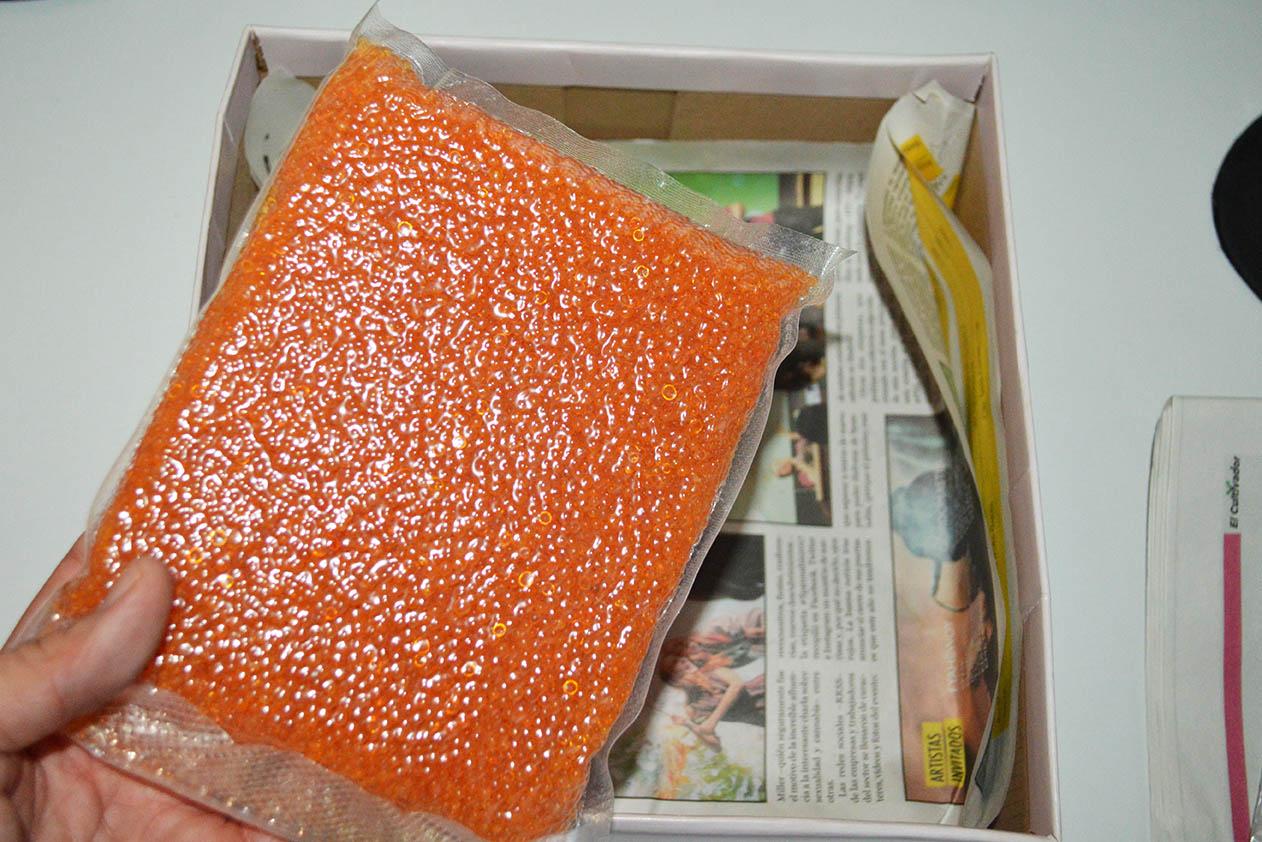e596a7da5 ... caja (o cualquier otro recipiente que hayáis utilizado) y dejarlo  quitecito. Si abrís la caja constantemente no permitiréis que el gel de  sílice absorba ...